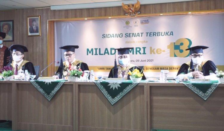 Sidang senat dalam rangka perayaan milad Universitas Muhammadiyah Riau ke-13, Sabtu (5/6/2021) digelar secara terbatas dan mematuhi protokol kesehatan.